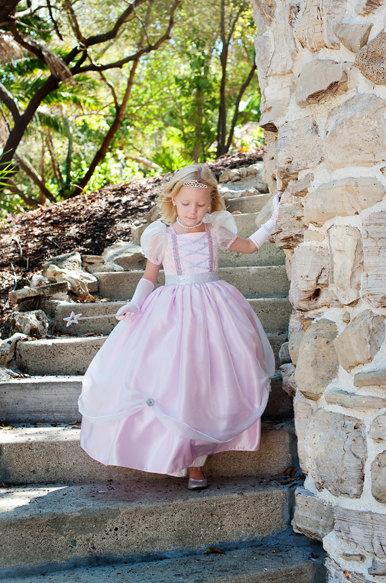 What a beautiful Halloween princess costume. Love.