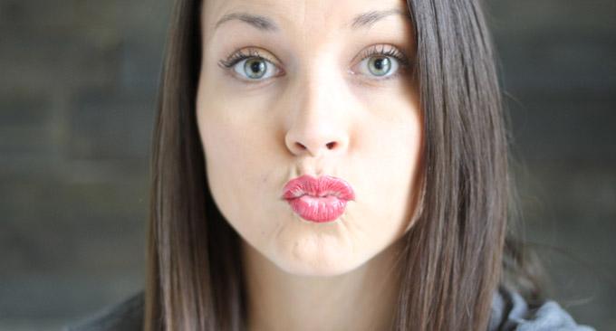How To Put On LipSense