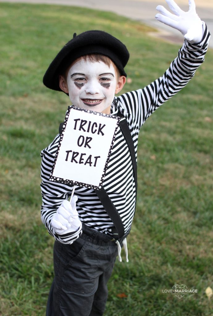 How to make a mime costume for Halloween