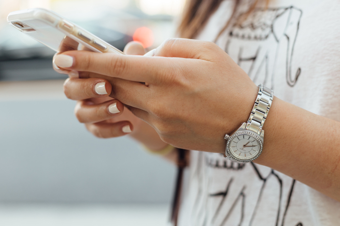 12 Texts To Send Your Teenagers That Boost Your Relationship
