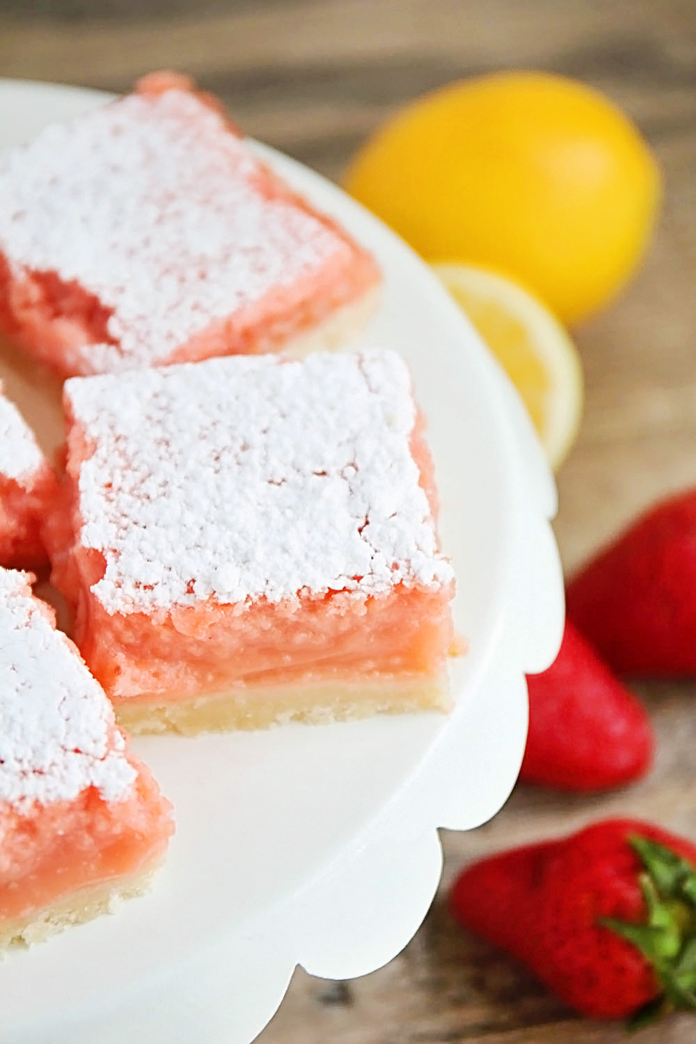 Strawberry Lemonade Bars | The BEST Strawberry Desserts Recipes