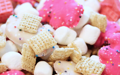 This easy-to-make Animal Cookie Snack Mix is a great snack for kids to help make in the kitchen!   Fun treat for kids or for a birthday party.