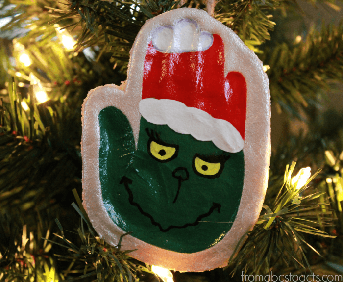 The Grinch Handprint Ornament - Best DIY Salt Dough Ornaments